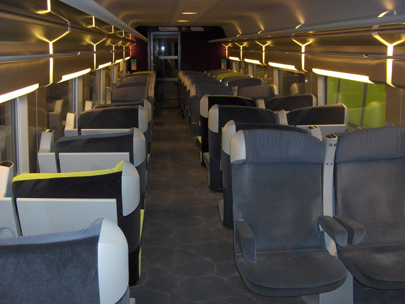R novation tgv christian lacroix for Interieur tgv